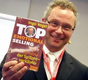 Vogel, Ingo - mit Buch2